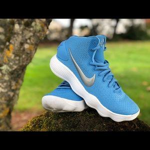 Nike Hyperdunk 2017 in university blue size 8